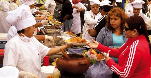 Interés por parte de jóvenes y dueñas de casa en participar en la feria gastronómica, hoy se entregas los 40 mil pesos para los insumos para cada uno de los participantes.